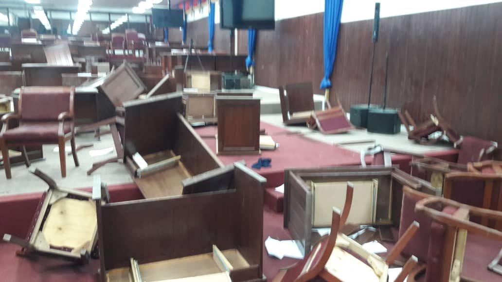 La chambre basse, saccagée par deux députés de l'opposition quelques heures avant la séance de ratification de l'énoncé de politique générale de Fritz W. MIchel./Photo: Jean Daniel Sénat.