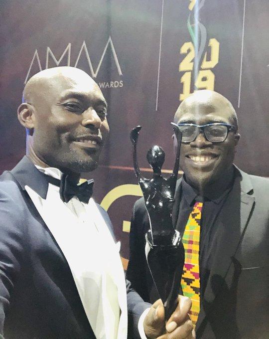 Jimmy Jean-Louis et le réalisateur Julius Amedume, 42 ans, vainqueur dans la catégorie Meilleur film réalisé par un africain vivant à l'étranger aux AMAA 2019