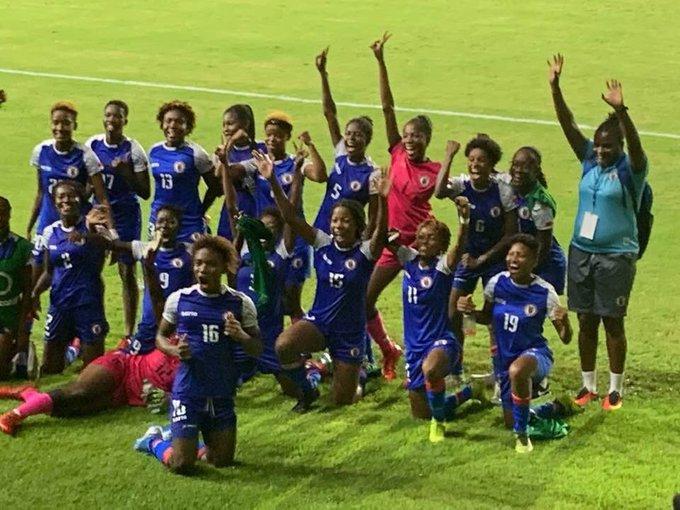 Les Grenadières célébrant la qualification. Photo : Foot au Féminin