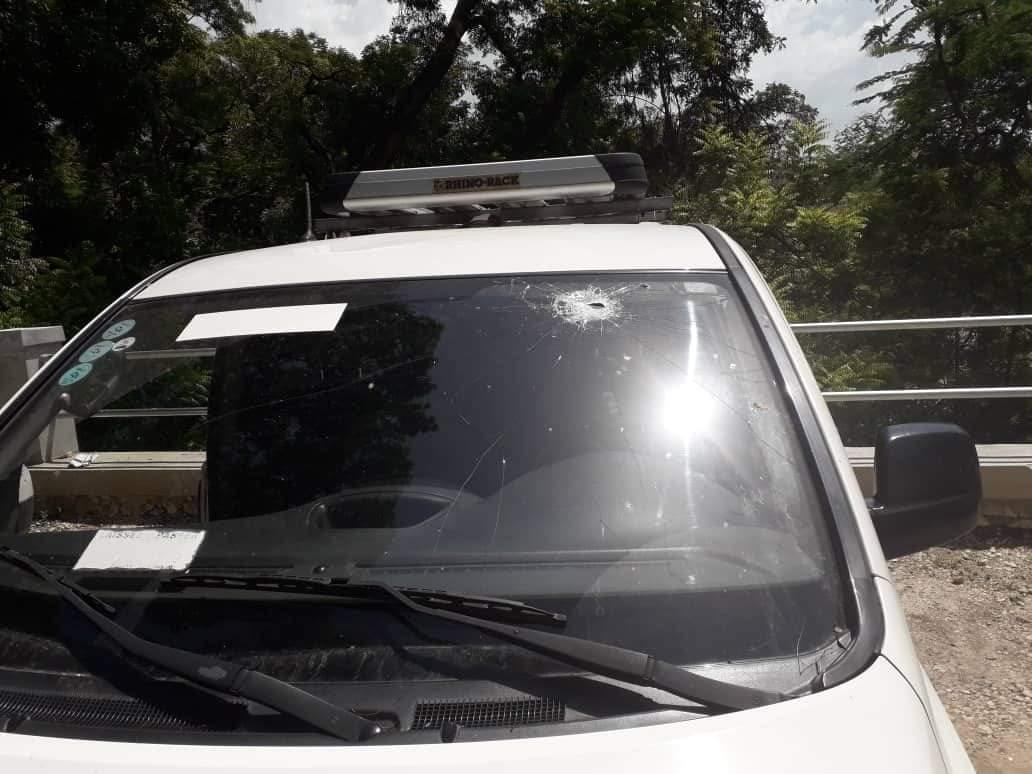 Photo archives : Un minibus de la Radio Télé Métropole attaqué à coup de pierres, le 19 juin 2019 dernier.