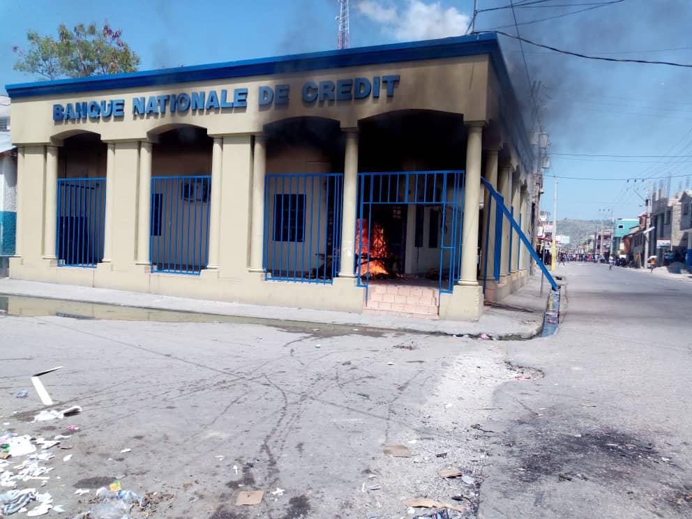 Une succursale BNC en feu/ Saint-Marc