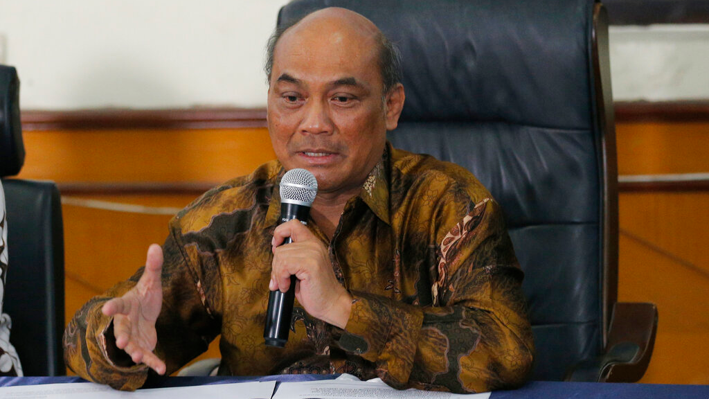 Chairman of the National Transportation Safety Committee Soerjanto Tjahjono talks to media during a press conference in Jakarta, Indonesia, October 25, 2019. (AP Photo/Tatan Syuflana)