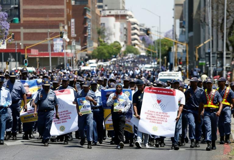 n millier de policiers sud-africains marchent à Pretoria contre les violences faites aux femmes le 14 octobre 2019 afp.com - Phill Magakoe