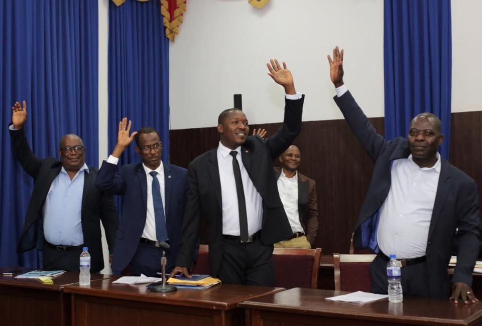 Des députés de l'opposition, lors d'un vote a la chambre basse. Crédit photo: Page Facebook/La chambre des députés.