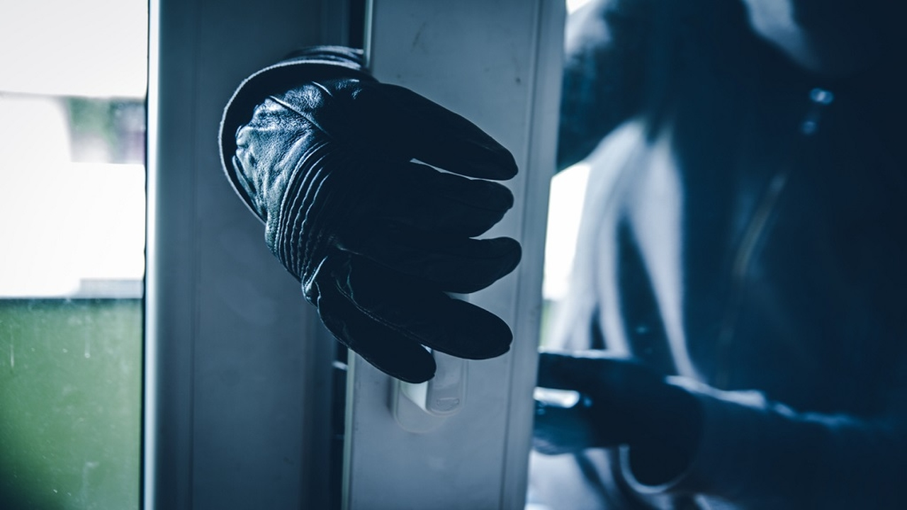Stock image of a burglar breaking into a house. (PHOTO: iStock)