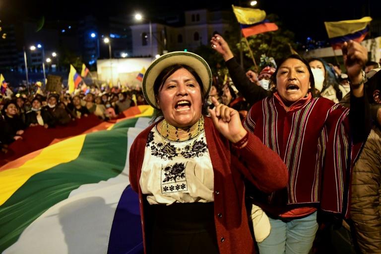 Des femmes indigènes manifestent contre la hausse du prix des carburants, le 10 octobre 2019 à Quito, en Equateur