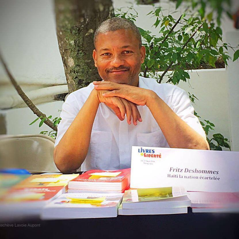 Fritz Deshommes , économiste, professeur et ecrivain; il occupe le poste de vice-recteur à la recherche à l'UEH. Il est aussi membre de l'académie du Créole Haitien.