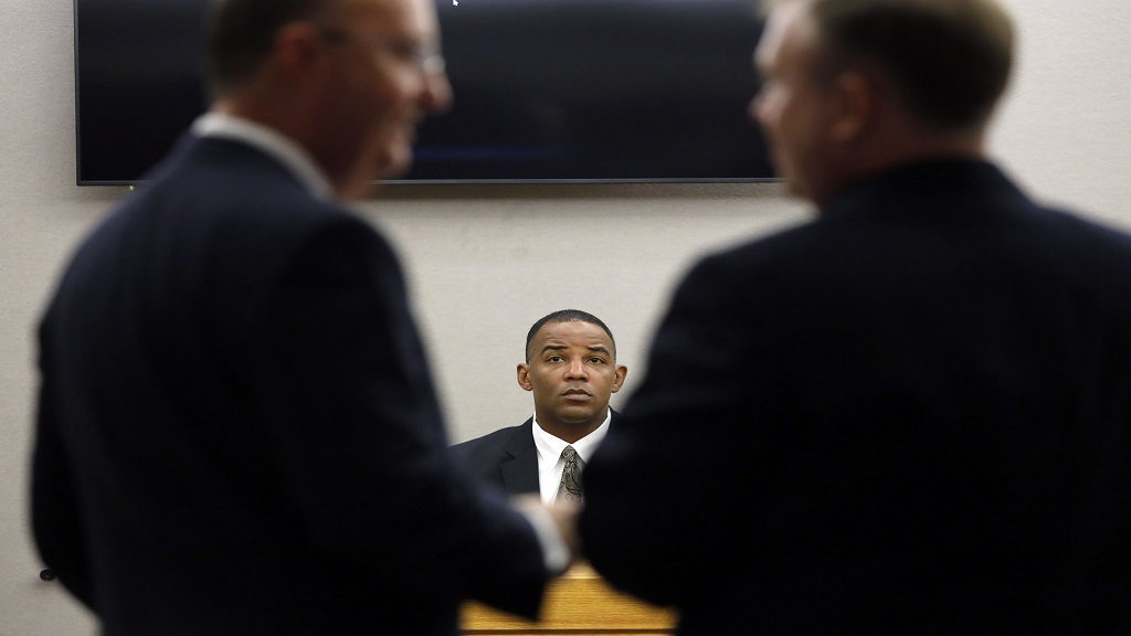 Texas Ranger David Armstrong waits as defense attorney Robert Rogers, left, and Assistant District Attorney Jason Hermus, right, discuss evidence as Armstrong testifies in fired Dallas police officer Amber Guyger's murder trial, Wednesday, Sept. 25, 2019, in Dallas. (Tom Fox/The Dallas Morning News via AP, Pool)