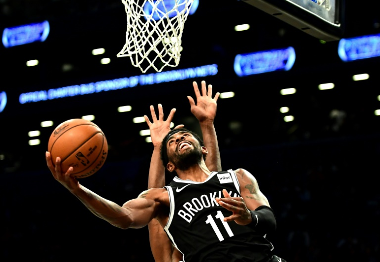 Kyrie Irving (N.11) des Brooklyn Nets monte au panier face aux Minnesota Timberwolves en NBA, le 23 octobre 2019 à New York