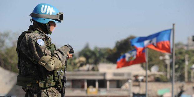 Un casque bleu brésilien détaché en Haïti (illustration) © AFP/ROBERTO SCHMIDT