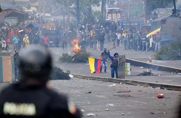 Heurts entre manifestants et police antiémeute autour de l'Assemblée nationale, le 8 octobre 2019 à Quito, en Equateur
