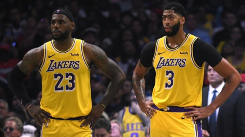LeBron James and Anthony Davis during the Lakers' loss to the Clippers.