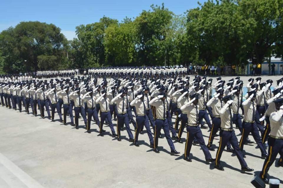 Photo d'illustration : Des policiers qui défilent sur la cour de l'Ecole Nationale de Police à Frères, lors d'une cérémonie de graduation d'une nouvelle promotion.