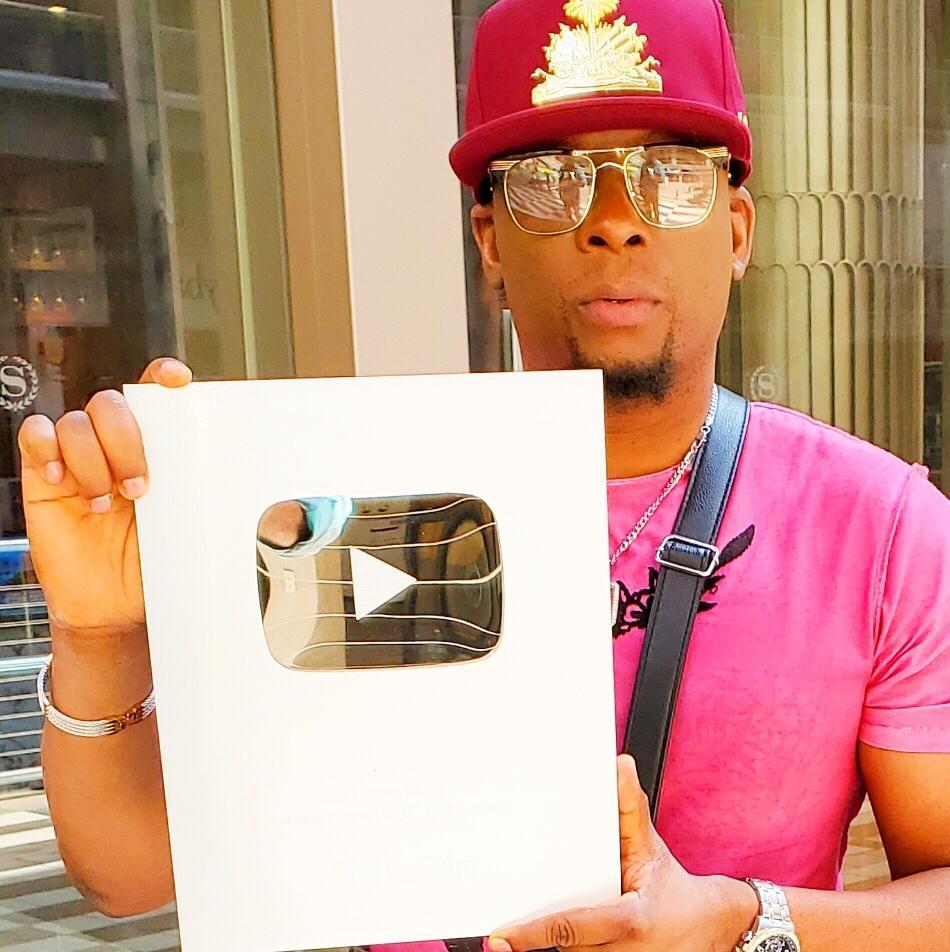 Le trophée YouTube de créateur Argent décerné à l'émission « Pi Lwen Ke Zye ».