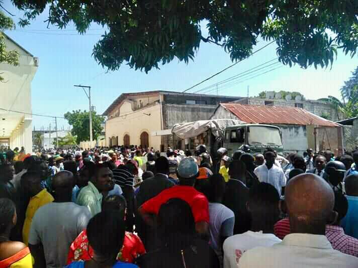 Cayes: des militants empêchent l'installation du nouveau délégué départemental