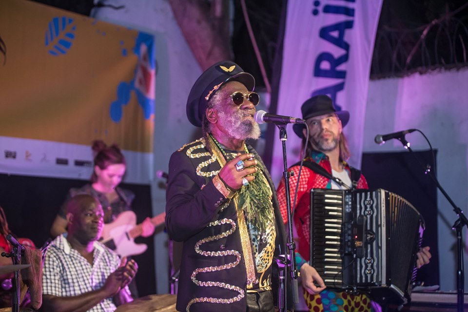Winston McAnuff et Fixi, sur la scène du Yanvalou-bar, samedi 26 octobre, dans le cadre des Rencontres des Musiques du monde./Photo: Cassendy Niiahmah K. Lafond.