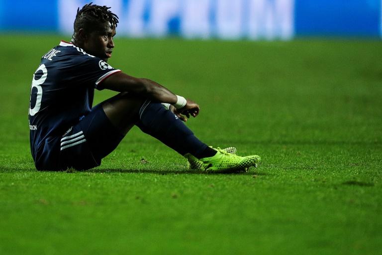 La déception du défenseur de Lyon Youssouf Koné après la défaite face à Benfica, le 23 octobre 2019 à Lisbonne