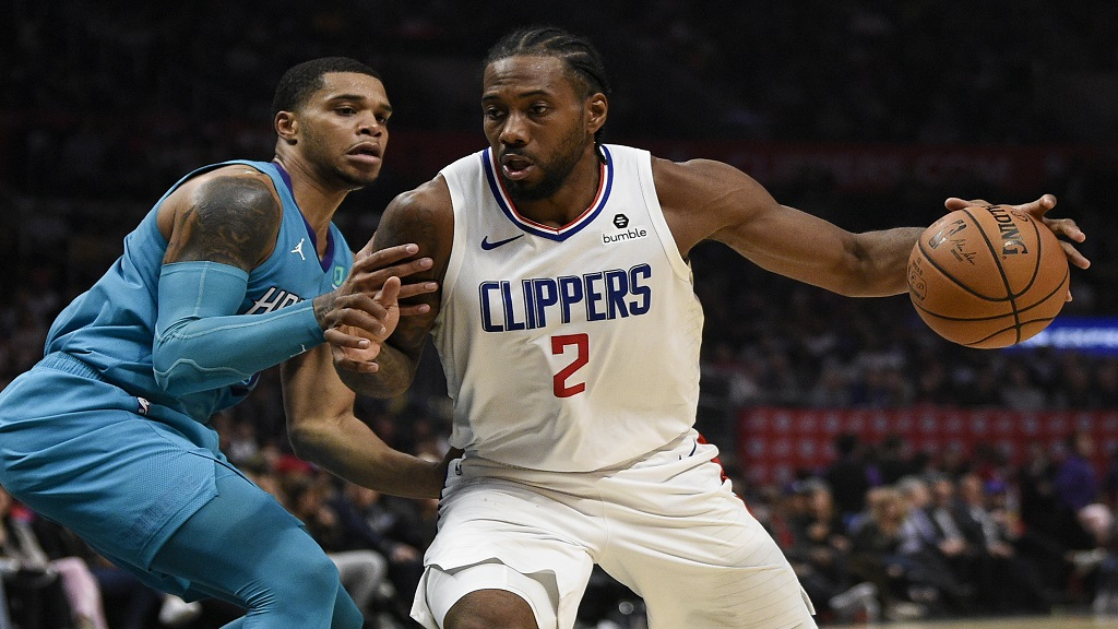 Los Angeles Clippers forward Kawhi Leonard, right, drives to the basket while Charlotte Hornets forward Miles Bridges defends during their NBA basketball game in Los Angeles, Monday, Oct. 28, 2019. The Clippers won 111-96. (AP Photo/Kelvin Kuo).