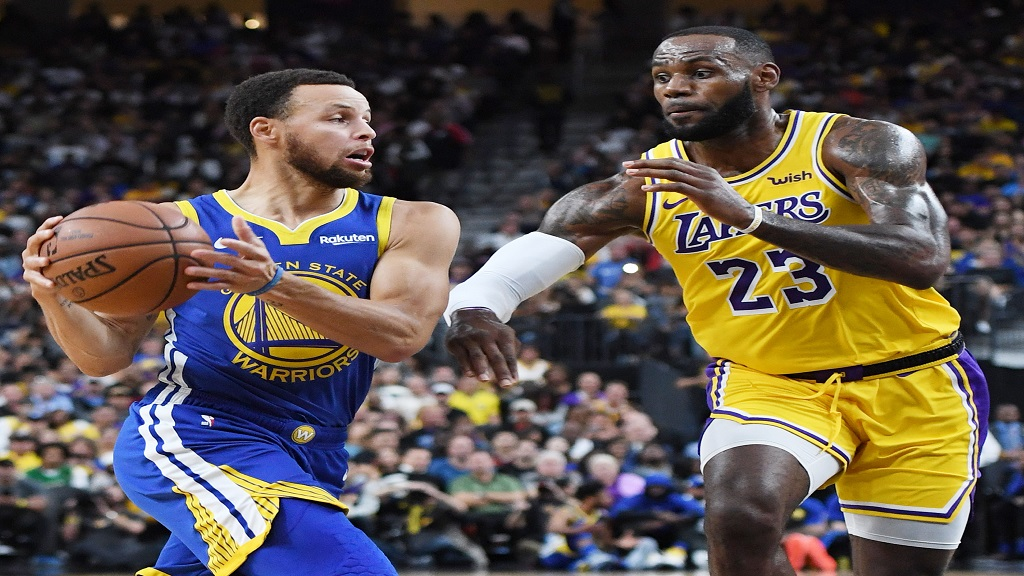 Steph Curry (left) of the Golden State Warriors and Lebron James of the Los Angeles Lakers - (Photo: NBA_Getty Images)