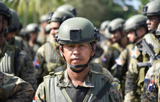 Image d'archive militaire avant expédition vers la clôture militaire à la frontière avec Haïti. (DIARIO LIBRE / EDDY VITTINI / ARCHIVES)