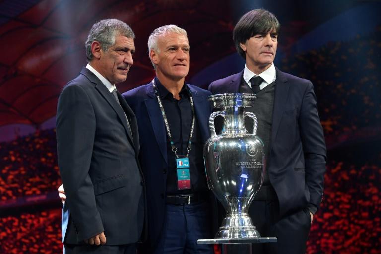 Les sélectionneurs du Portugal Fernando Santos (g), de la France Didier Deschamps et de l'Allemagne Joachim Löw après le tirage au sort de l'Euro-2020 le 30 novembre 2019 à Bucarest