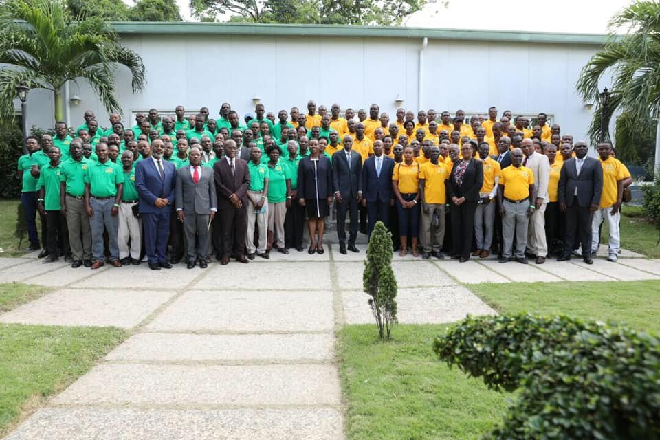 Les agriculteurs de l'Artibonite et quelques grands commis de l'État, à savoir le président Jovenel Moise, le premier ministre démissionnaire Jean Michel Lapin, entre autre. Crédit photo: Présidence d'Haïti/Facebook
