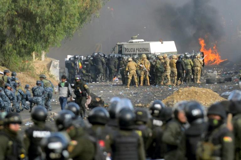 Affrontements entre pro-Morales et forces de l'ordre à Sacaba, dans la banlieue de Cochabamba (centre de la Bolivie), le 15 novembre 2019
