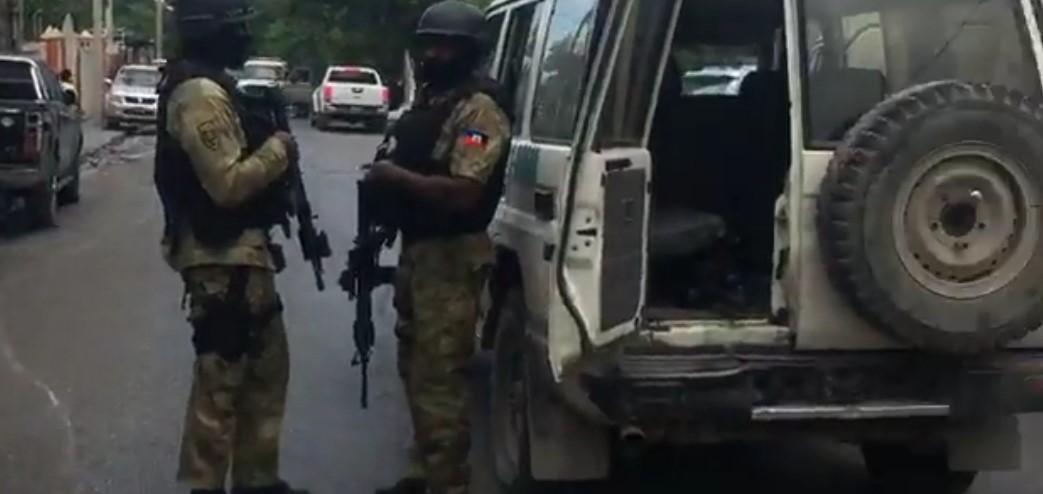 Des agents de la Brigade d'Intervention (BRI), au niveau de Delmas 29. Capture vidéo: Facebook Live/Souffrant Guerking.