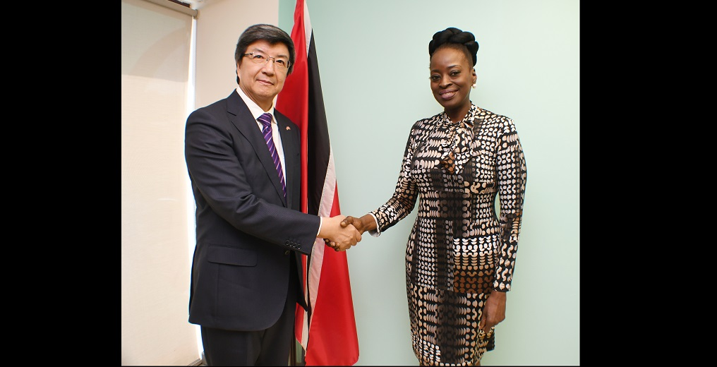 The Ambassador of the People's Republic of China, Song Yumin, met with the Minister of Communications Donna Cox.