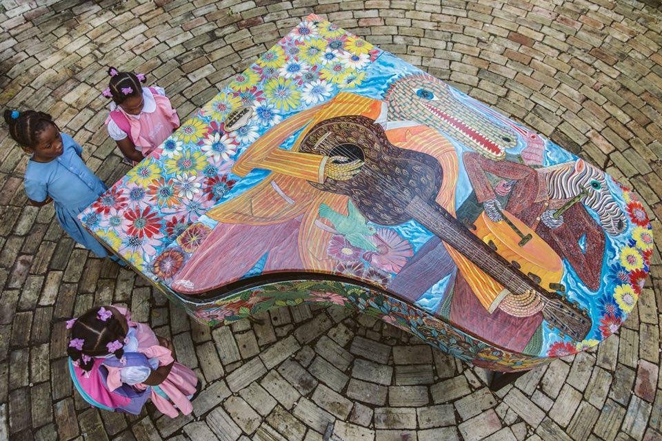 Piano peint par Frantz Zephirin, commande du Festival International de Piano d'Haïti pour l'inauguration de le seconde édition en novembre 2018./Photo : Valérie Baeriswyl