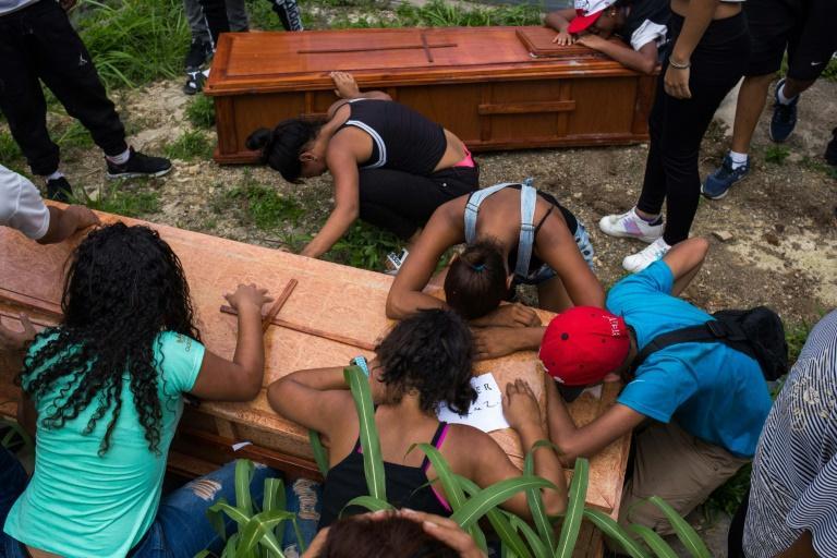 Aux funérailles de Johander Perez et Wuilkerman Ruiz, à Caracas le 5 novembre 2019. afp.com - STR
