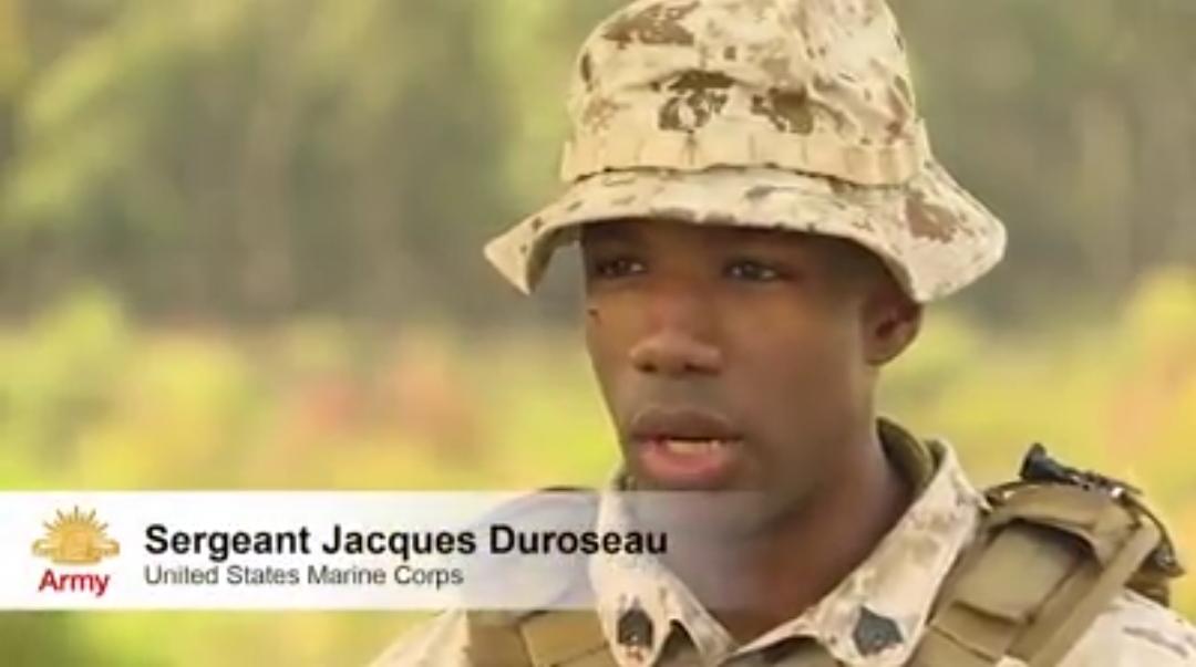 Le sergent Jacques Yves Sébastien Duroseau, lors d'une séance de tirs au sein des forces armées américaine. Capture vidéo.