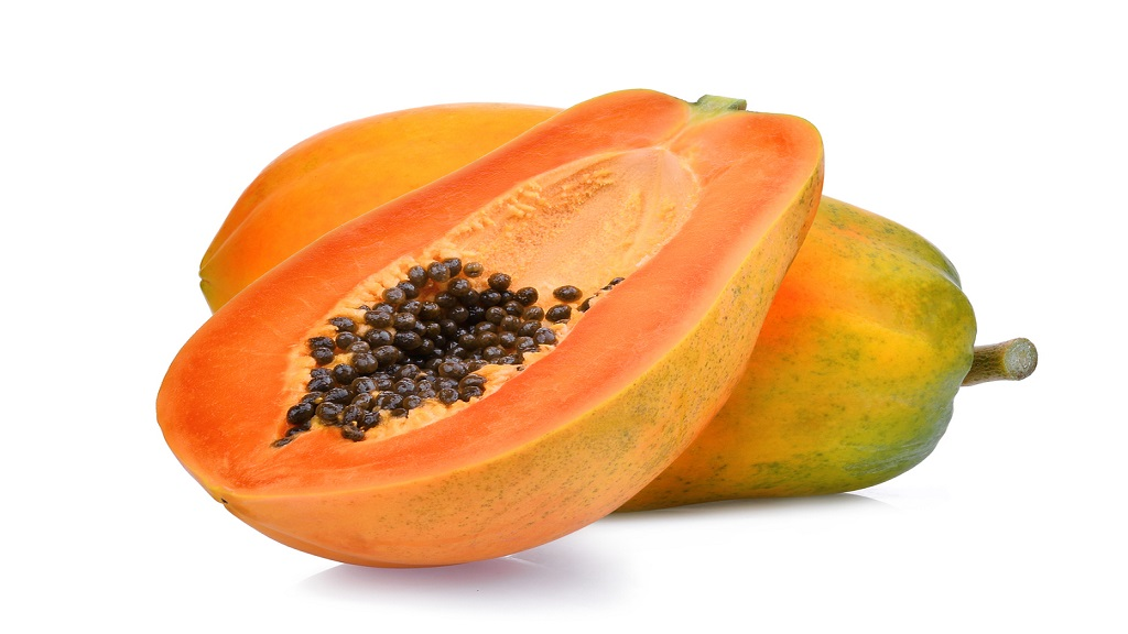 Whole and half of ripe papaya fruit. (Photo: istock)
