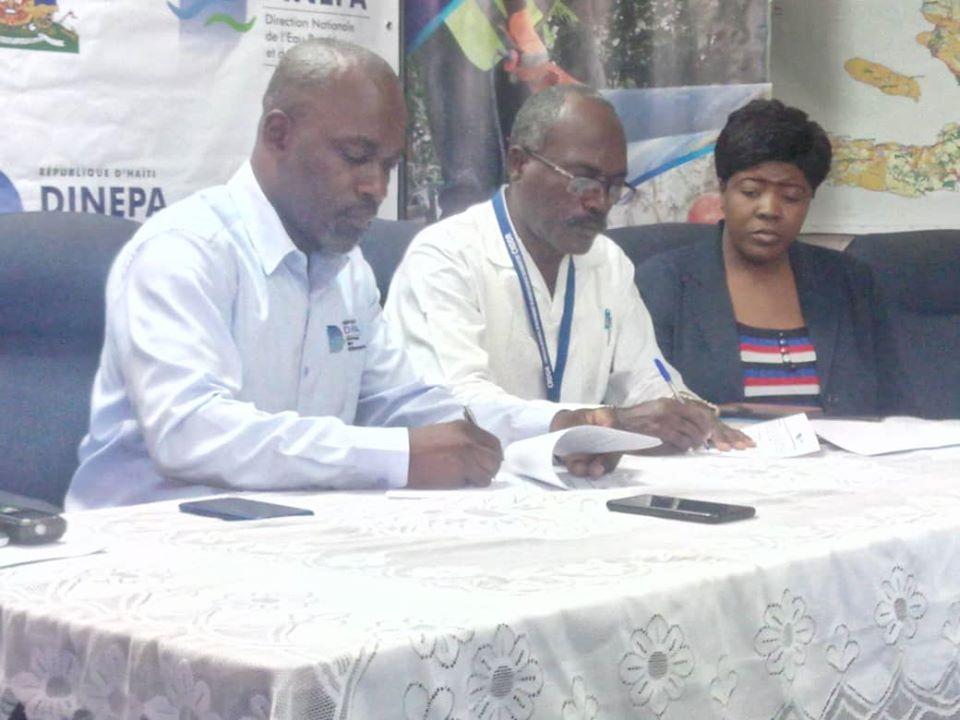 Signature d'un protocole d'accord entre la Dinepa et le CNDDR pour la réalisation de projets Eau Potable et Assainissement dans la région métropolitaine./Photo: Dinepa-Facebook.