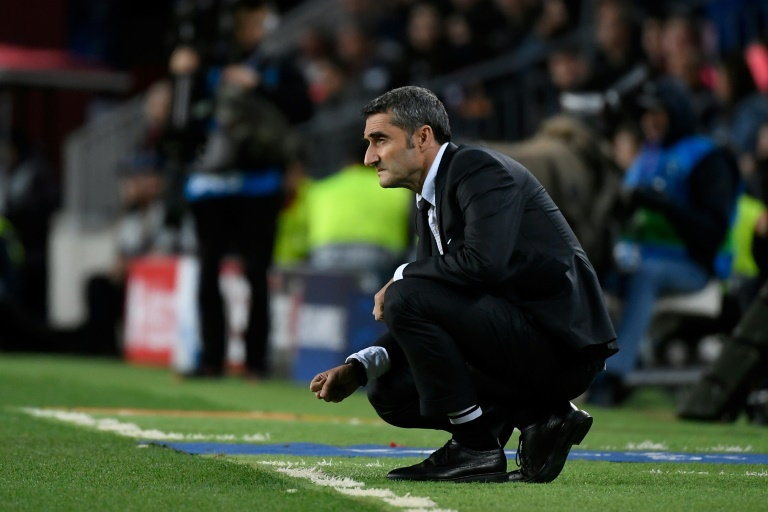 L'entraîneur du Barça Ernesto Valverde suit le match de C1 contre le Slavia Prague au Camp Nou, le 5 novembre 2019
