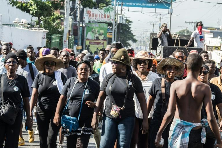 Des manifestants défilent dans les rues de Port-au-Prince pour réclamer le départ du président Jovenel Moïse, le 10 novembre 2019 afp.com - Valerie Baeriswyl