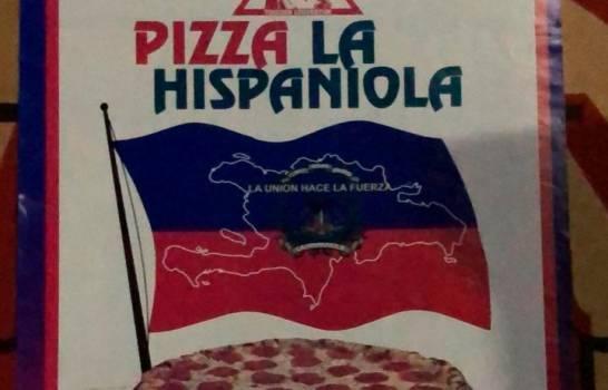 Sur le logo de sa pizzeria, José Miguel Segura Nolasco a utilisé des symboles des drapeaux haïtien et dominicain/ Photo: Listin Diario