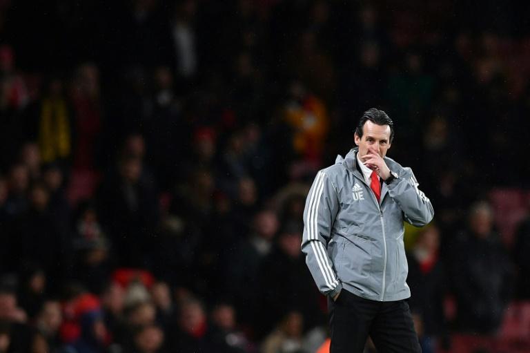 Le technicien espagnol Unai Emery désabusé durant la défaite de son équipe, Arsenal, face à Francfort, le 28 novembre 2019 à Londres