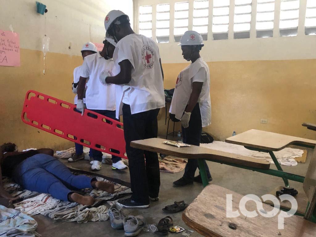 Le 19 octobre, la Croix-Rouge arrive dans les locaux de la FDSE suite à une alerte sur l'état de santé de plusieurs grévistes. Photo: Raoul Junior Lorfils