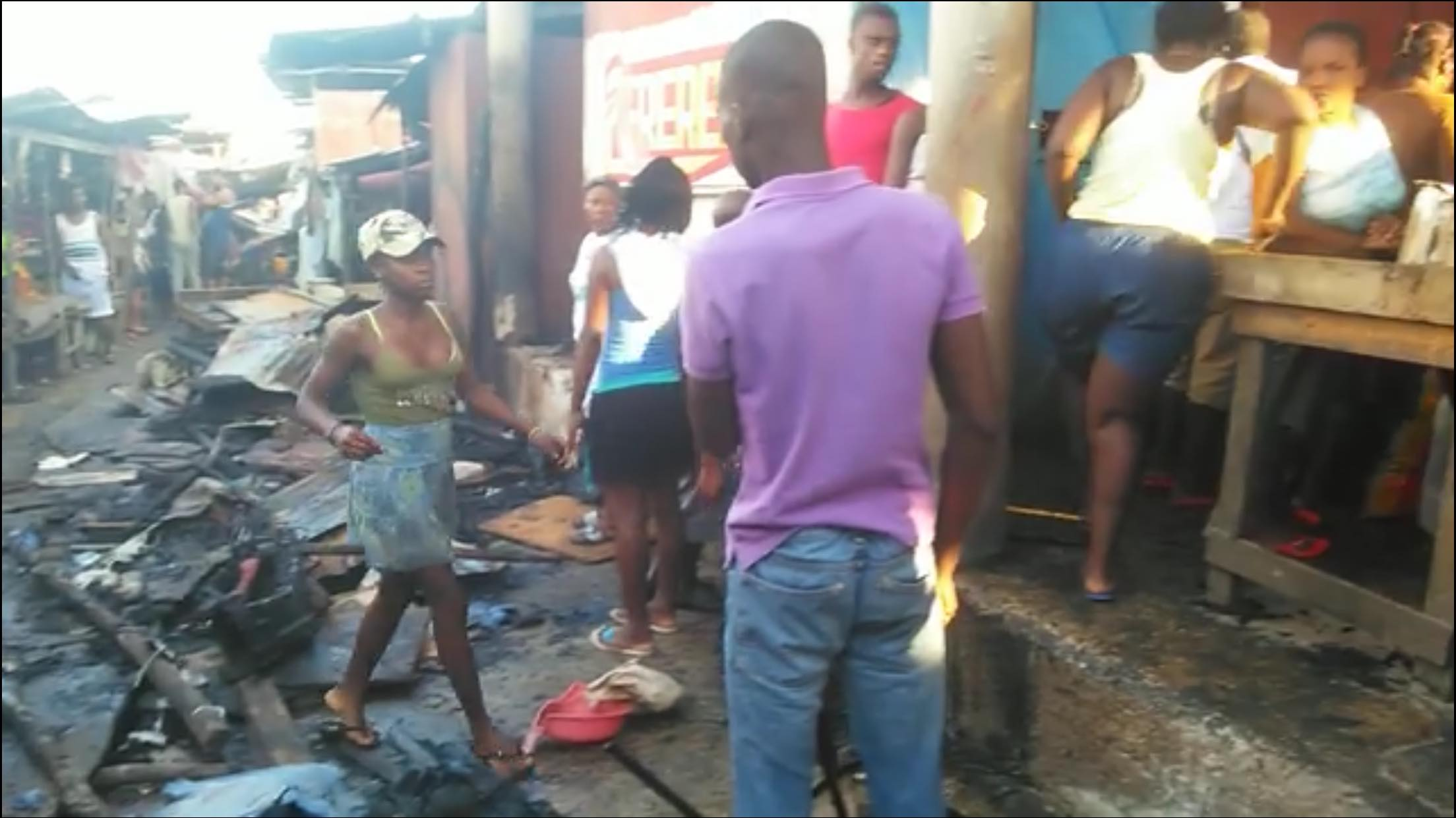 Incendie au marché communal de Petit-Goave. Capture d'écran/Websder Corneille