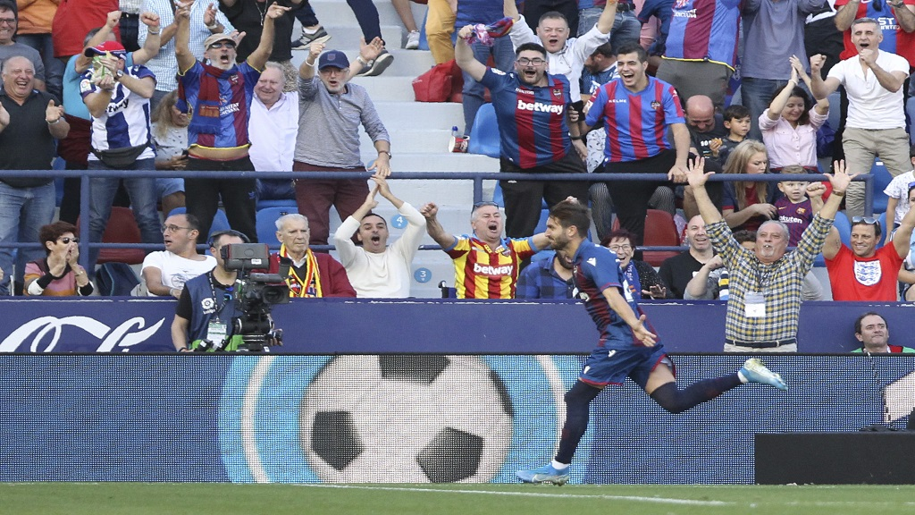 Levante's Jose Campana celebrates after scoring his side opening goal against Barcelona during the Spanish La Liga football match in Valencia, Spain, Nov.2 , 2019. (AP Photo/Alberto Saiz).