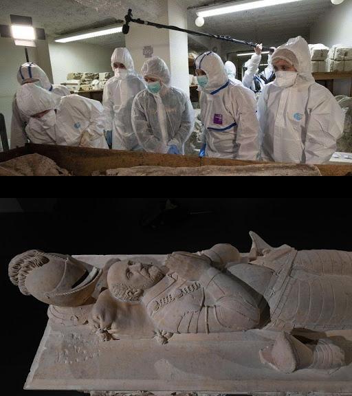 Photo fournie par la mairie de Bordeaux le 19 novembre 2019 d'experts scientifiques examinant une tombe dans le sous-sol du musée d'Aquitaine à Bordeaux qui pourrait contenir la dépouille du philosophe Montaigne afp.com - Lysiane Gauthier