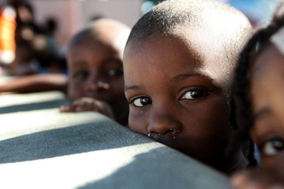 Des enfants haïtiens dans un orphelinat, le 18 janvier 2010 à Port-au-Prince. Photo Archives: Julien Tack, AFP.