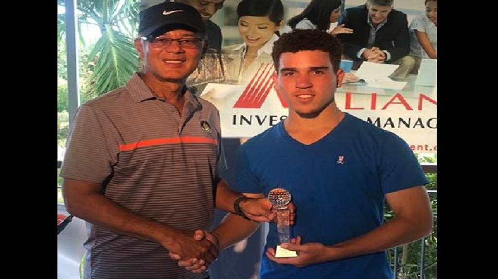 Jamaica Golf Association (JGA) president Peter Chin (left) presents the 2018 Alliance Buccanners Memorial Golf tournament trophy to winner Justin Burrowes.