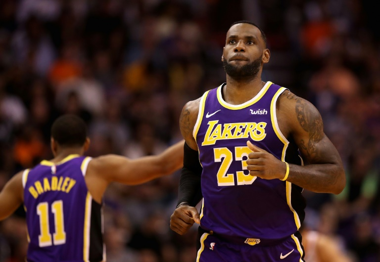 Lebron James des Los Angeles Lakers face aux Phoenix Suns, en NBA, le 12 novembre 2019 à Phoenix