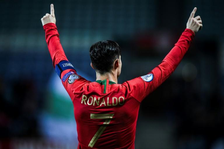 L'attaquant et capitaine du Portugal, Cristiano Ronaldo après avoir inscrit un but contre la Lituanie, en qualifications à l'Euro, le 14 novembre 2019 à Faro