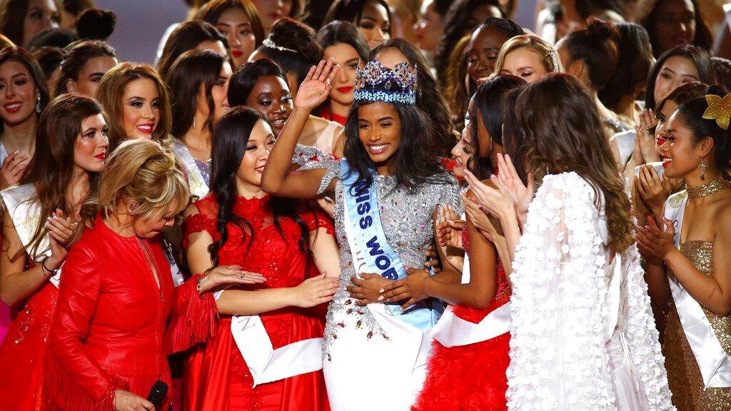 Winner of Miss World 2019, Toni-Ann Singh of Jamaica, centre with crown, is congratulated by other contestants after winning the award, at the 69th annual Miss World competition at the Excel centre in London Saturday, Dec 14, 2019. (Photo by Joel C Ryan/Invision/AP)