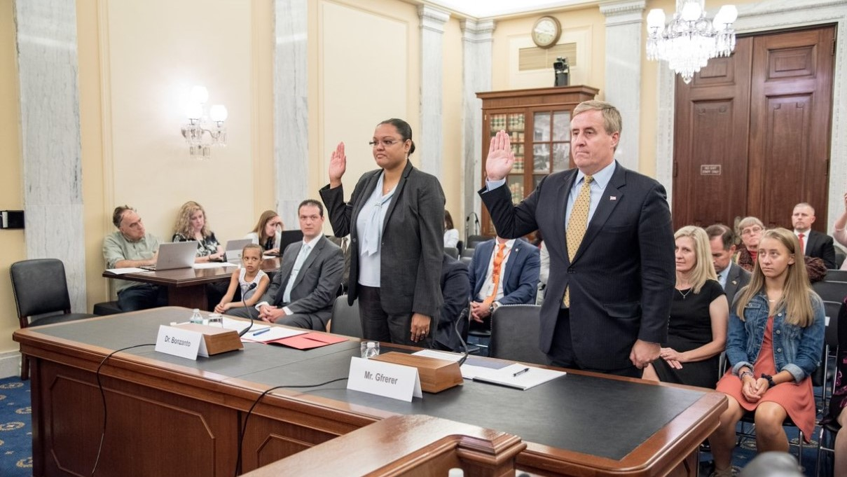 Tamara Bonzanto, left is sworn in during a September 2018 Senate Veterans Affairs Committee hearing. (Senate Veterans Affairs Committee via Twitter)