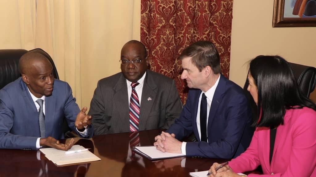 Le Président de la République, Jovenel Moïse, lors de la rencontre avec le Sous-secrétaire d'Etat américain, David Hale. Photo: Compte twitter/Président Jovenel Moïse.