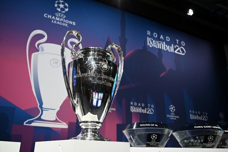 Le trophée de la Ligue des champions exposé lors du tirage au sort des 8e de finale, le 16 décembre 2019 à Nyon en Suisse